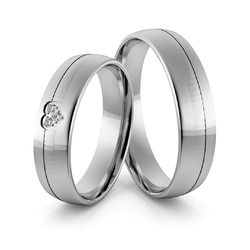 Obrączki ślubne z białego złota niklowego z sercem i brylantami - au-967