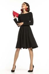 Czarna dzianinowa rozkloszowana sukienka z paskiem