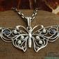 Motyl - srebrny wisior perły i szafiry
