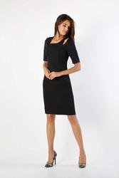 Czarna dopasowana sukienka z dekoracyjną łezką na ramieniu