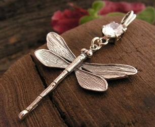 WAŻKI - srebrny wisiorek z kryształem Swarovskiego
