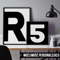 Litery, inicjały - plakat spersonalizowany , wymiary - 40cm x 50cm, kolor ramki - czarny, kolorystyka - biała litera na czarnym tle, położenie - po le