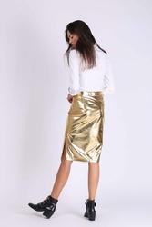 Złota ołówkowa spódnica z błyszczącej tkaniny z rozporkiem