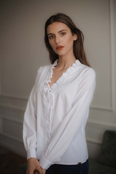 biała bluzka z dekoltem v z falbanką z