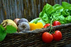 Fototapeta na ścianę warzywa w koszu wiklinowym fp 1030