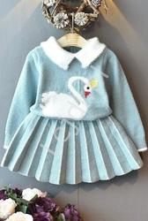Błękitny komplet dla dziewczynki, plisowana spódnica i sweterek z łabędziem