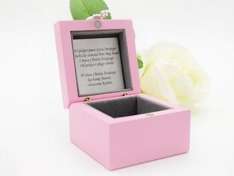 Szkatułka mała różowa z misiem pamiątka na chrzest roczek grawer