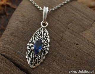 Malakka - srebrny wisiorek z szafirem