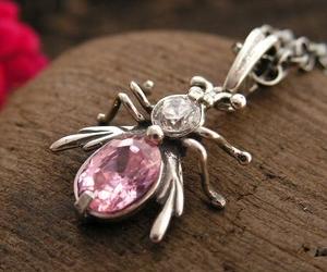WŁADCA MUCH - z różowym kryształem