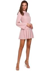 Różowa sukienka z obniżoną talią z półgolfem
