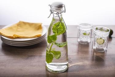 Butelka szklana z ceramicznym korkiem i klipsem altom design spiżarnia pani domu 1,0 l