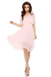 Elegancka Kopertowa Różowa Sukienka z Plisowanym Dołem
