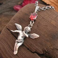 Anioł - srebrny wisiorek z granatem