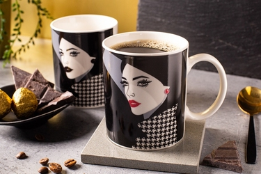 Kubek do kawy i herbaty porcelanowy altom design modern woman 300 ml, dekoracja a  zmieniająca kolor