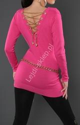 Sweter w kolorze fuksja tunika zdobiona złotym łańcuszkiem na plecach