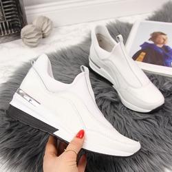 Sneakersy skórzane na koturnie białe vinceza - biały