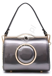 Lakierowana srebrno szara torebka z metalowym złotym kółkiem, kuferek