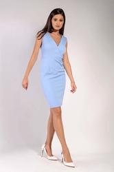 Błękitna klasyczna dopasowana sukienka z kopertowym dekoltem