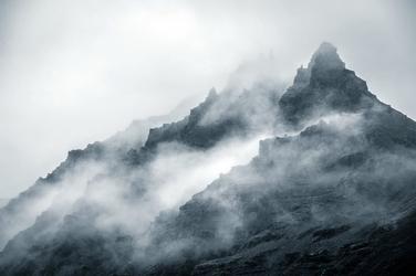 Fototapeta szczyt górski otulony mgła fp 1998