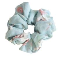 Gumka do włosów błękitna frotka scrunchie kwiaty - błękitna