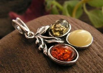 Tęcza - srebrny wisiorek z bursztynów