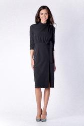 Dopasowana czarna sukienka za kolano z rozporkiem na boku