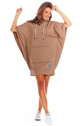 Beżowa sportowa sukienka z kapturem i kieszenią kangurką