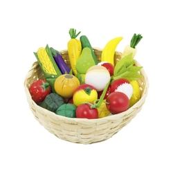 Drewniane warzywa i owoce w koszyczku