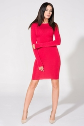 Czerwona sukienka dopasowana dzianinowa z dekoltem na plecach