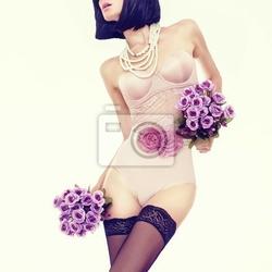 Obraz zmysłowy portret szczupła kobieta w modnej bielizny