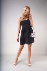 Czarna rozkloszowana letnia sukienka na szelkach