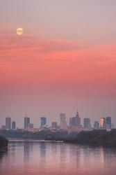 Warszawa zachodzący księżyc - plakat premium wymiar do wyboru: 70x100 cm