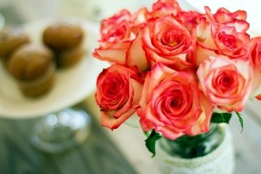 Fototapeta róże na stole fp 515