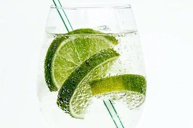 Fototapeta szklanka wody z limonką fp 904