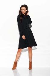 Czarna rozkloszowana sukienka z wiązaną szarfą przy dekolcie