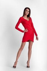 Czerwona drapowana ołówkowa sukienka z kopertowym założeniem