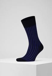 Klasyczne czarne skarpety falke shadow w niebieski prążek rozmiar 43-44