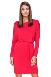 Czerwona sukienka z wiązanym paskiem