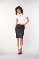 Czarna ołówkowa spódnica z imitacji skóry