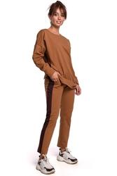 Dresowe spodnie z czarnym lampasem - karmelowe
