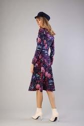Minimalistyczna rozkloszowana sukienka w serek w kwiaty