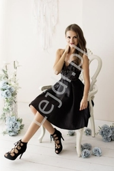 Czarna krótka sukienka z odkrytymi plecami 2199