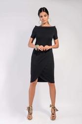 Czarna dzianinowa sukienka z wywijanym dekoltem