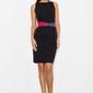Czarna sukienka ołówkowa z kolorową szarfą