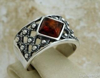 Royal - srebrny pierścionek z bursztynem