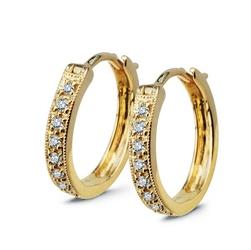 Staviori kolczyki. 16 diamentów, szlif brylantowy, masa 0,12 ct., barwa g-h, czystość si1. żółte złoto 0,750. wymiary 13x2,2 mm.  dostępny w staviori boutique - citypark
