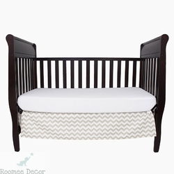 Falbana dekoracyjna do łóżeczka - zygzaki - beżowo-biała