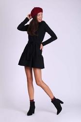 Czarna krótka dziewczęca sukienka z falbanką