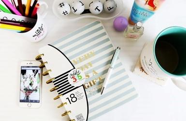 Fototapeta biurko z pamiętnikiem i kubkiem fp 256
