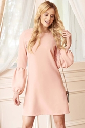 Różowa sukienka trapezowa z szerokim rękawem